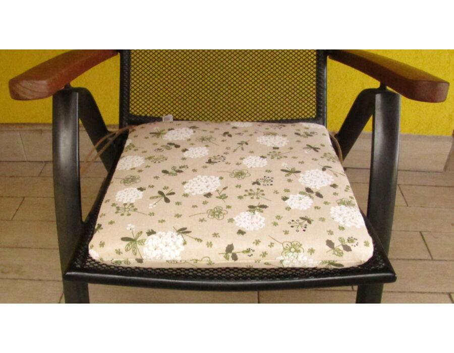 Fehér virágos kötős ülőpárna 38 x 41 x 5 cm